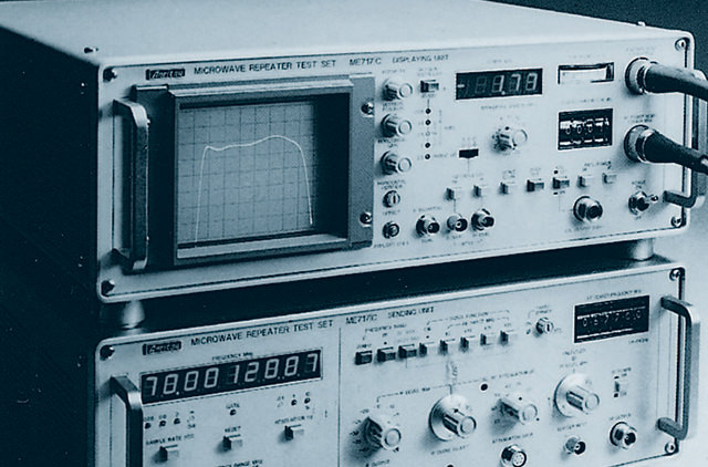 Measuring instrument for microwave circuits