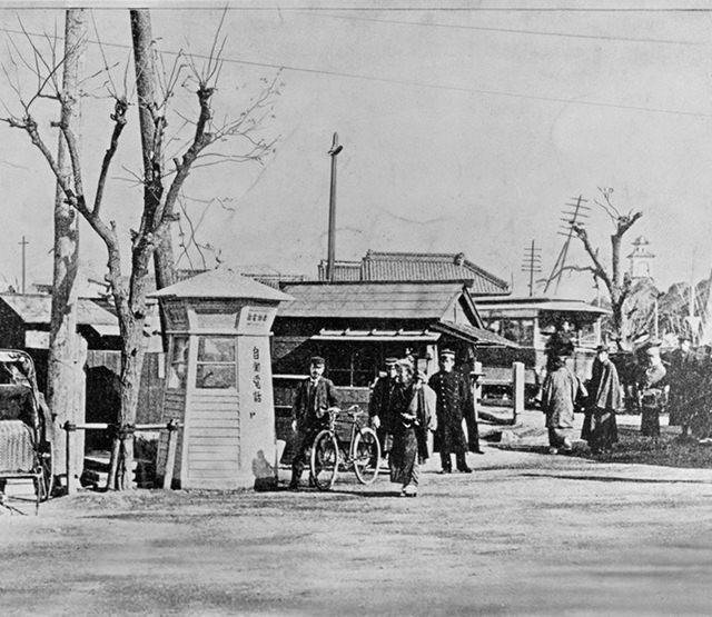 開通当時の電話ボックス(東京・京橋)